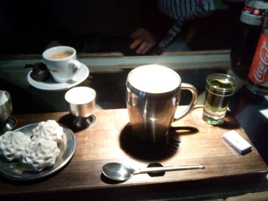 Chocolate chaud á la Giger avec Grand Gruyère eau de vie